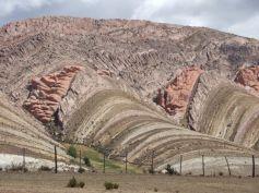 Sequenza di rocce sedimentarie di origine continentale presso Tres Cruces, NW Argentina (foto Fabio speranza)