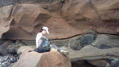 Campionamento per analisi paleomagnetiche di rocce vulcaniche. Stromboli (Italia) (foto Fabio speranza)