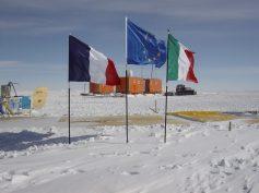 Campo remoto di Talos Dome (Foto di S. Urbini, (c)PNRA)