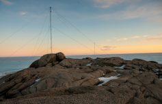 le antenne del radar HF per misure ionosferiche presso la base italiana (Foto di C. Cesaroni, (c)PNRA)