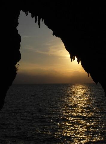 Ingresso della grotta di Cala dei Santi (Monte Argentario), foto I. Isola