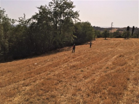 Misure geofisiche effettuate in un'area agricola nei pressi del borgo medievale di Fianello Sabino (RI). Foto di V. Sapia © INGV