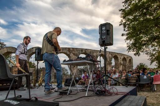Concerto EMusic realizzato presso EGU Assembly 2018 a Vienna. I brani suonati dagli artisti si basano su note estratte dalla sonificazione di dati geofisici di tipo elettromagnetico acquisiti in vari siti di particolare interesse geologico e ambientale in Italia. Foto di Antonio Menghini